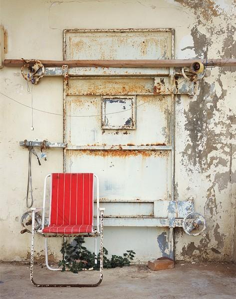 822_11 Ron Amir, Doorstep, 2009, archival pigment print, 127x100 cm-473x600